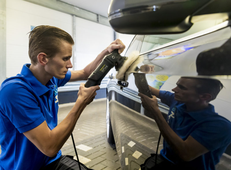 CarWash360 auto poetsen polijsten in showroom staat