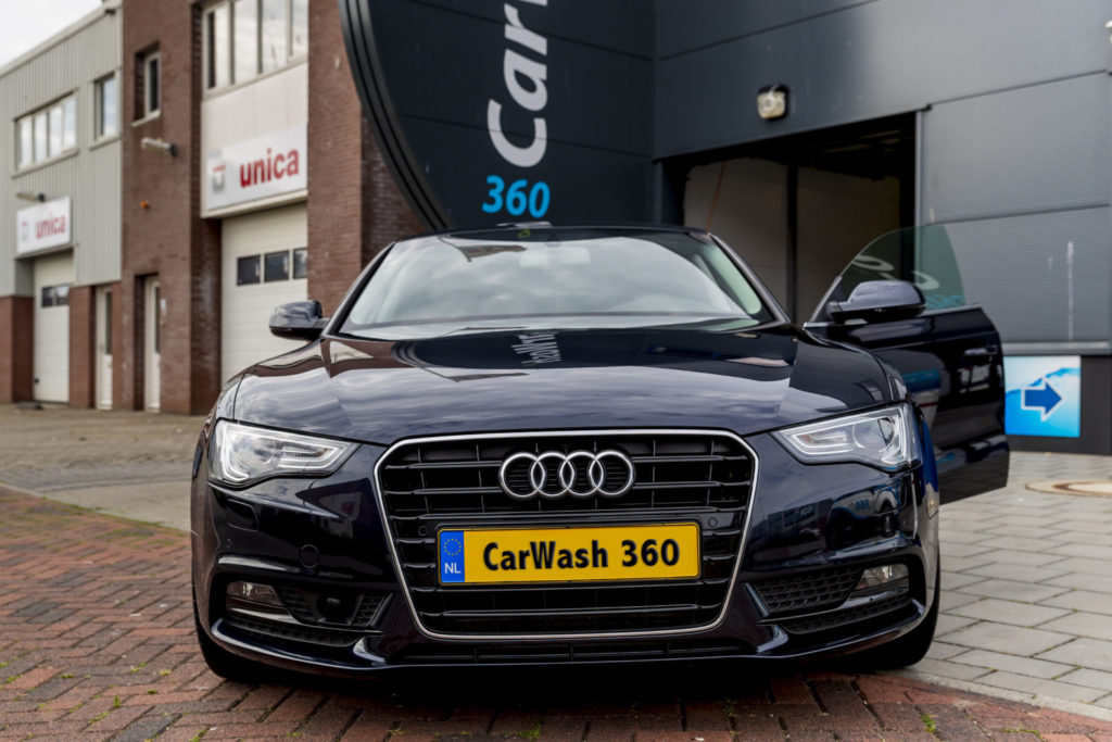 CarWash360 auto poetsen in showroom staat